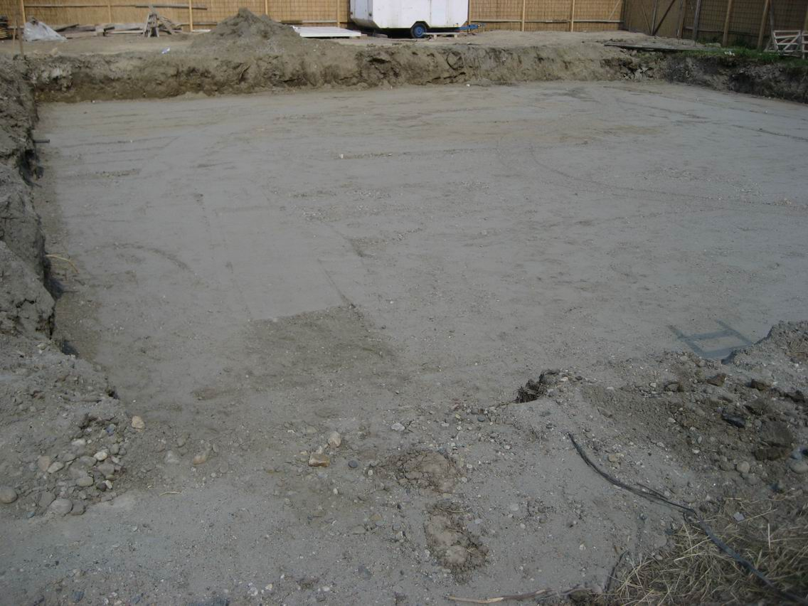 Embankment foundation pit with gravel