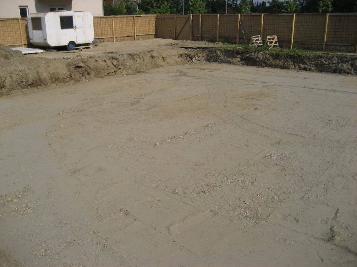 Embankment Foundation Pit With Gravel Amazara Jordyn Nude Glossy Heels Ivory 36